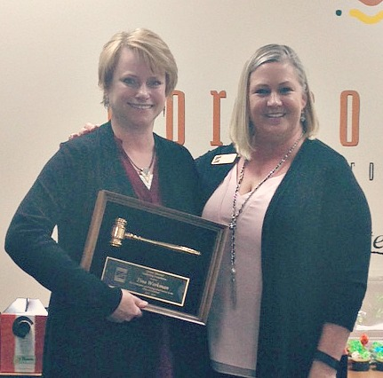 Past President Tina Workman accepting award from New President, Suzanne Rothwell